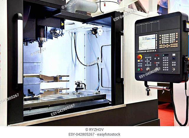Milling machine with cnc closeup