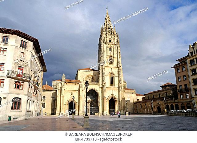 San Salvador Cathedral, Plaza Alfonso II, Oviedo, Asturias, Spain, Europe