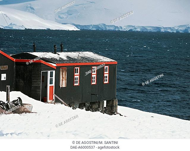 The old British base of Port Lockroy, the base has been renovated into a museum, Goudier Island, Antarctic Peninsula, Antarctica