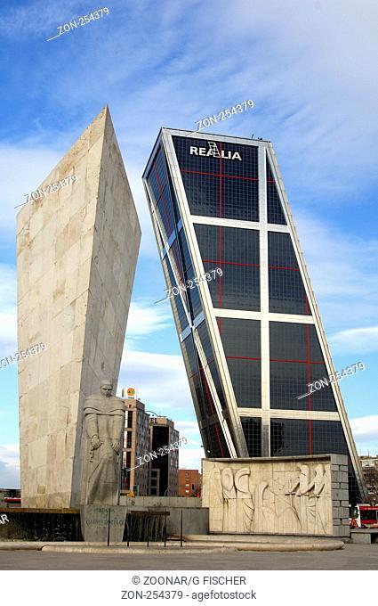 KIO Hochhaus, Leopoldo Calvo-Sotelo Denkmal, Castilla Platz, Madrid, Spanien / KIO Tower, monument to Leopoldo Calvo-Sotelo, Plaza de Castilla, Madrid, Spain