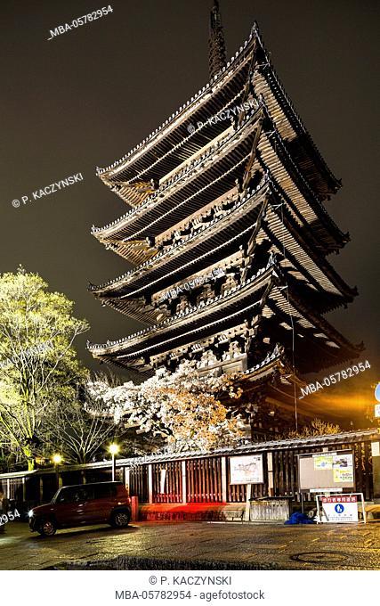 Illuminated five-story pagoda Yasaka-jinja, in the evening, Kyoto, Kansai, Honshu, Japan