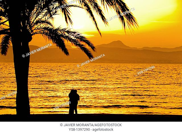 Spain, Balearic Islands, Palma de Mallorca, Lovers sunset