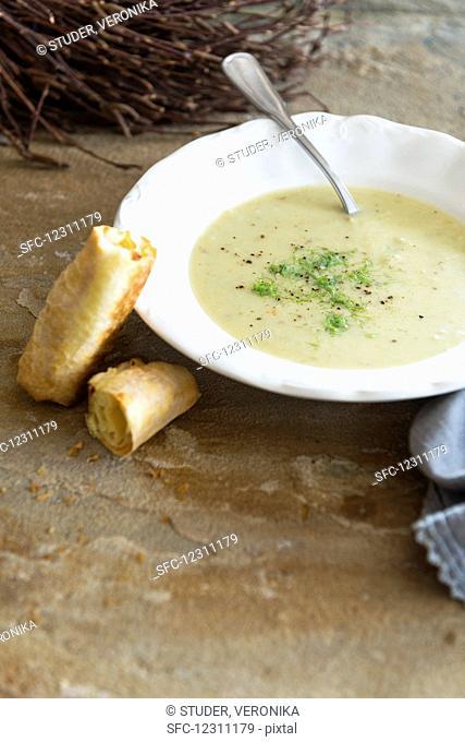 Fennel soup with baguette