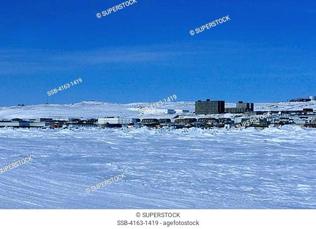 CANADA, N.W.T., IQALUIT, VIEW OF TOWN IN WINTER