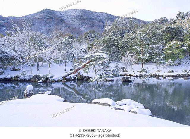 Sogenchi garden in snow, Tenryu-ji Temple, Sagano-Arashiyama, Kyoto, Japan
