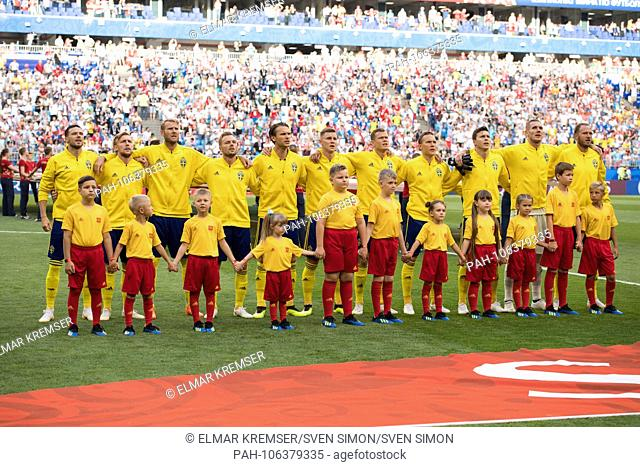 The Swedish players stand together during the national anthem, Presentation, Prsssentation, Lineup, Before the match, Ceremony, Line up, Full figure, Landscape