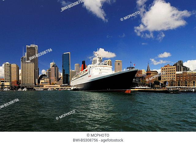 Queen Elizabeth 2 ocean liner in front of the skyline of Sydney, Circular Quay, Sydney Cove, Australia, New South Wales, Sydney