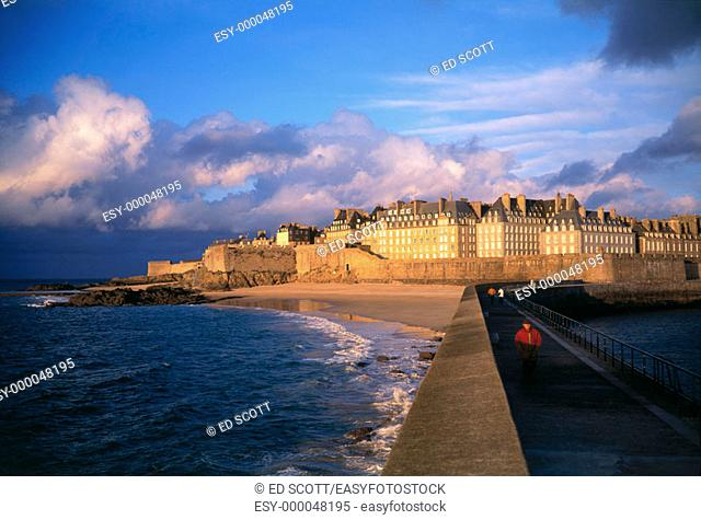 Saint Malo seen from the breakwater. Ille-et-Villaine. Brittany, France