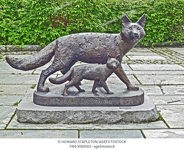 Father and young fox sculpture in Eidfjord, Norway