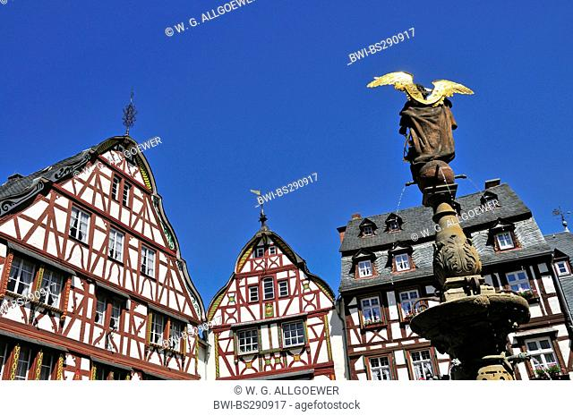 well Michaelisbrunnen on the market places in front of the town hall of Bernkastel-Kues , Germany, Rhineland-Palatinate, Bernkastel-Kues