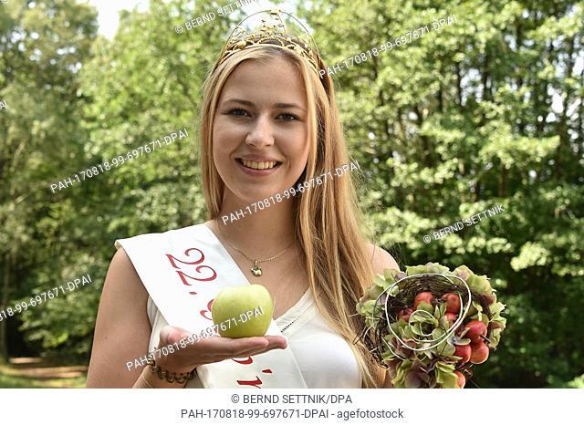 The GubenApplequeen Antonia Lieske presents an apple of the campsite at the Deulowitz Lake near Guben, Germany, 18 August 2017