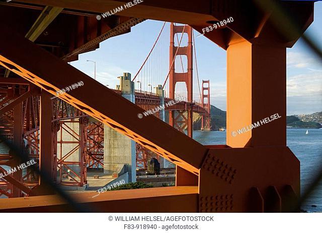 USA, California, San Francisco, Golden Bridge looking north through gap in chain-link fence, NR