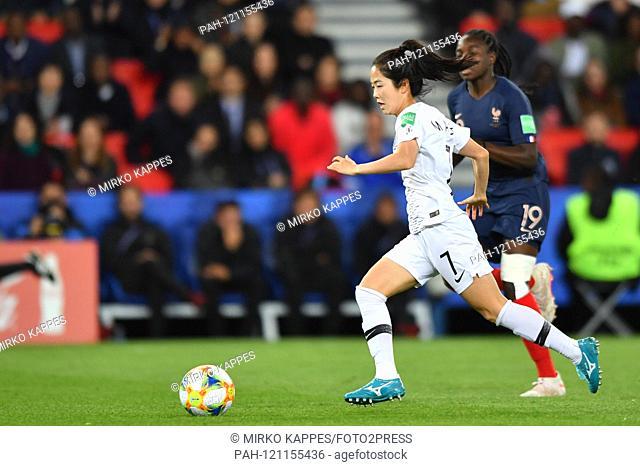 Mina Lee (South Korea) (7) ducks Griedge Mbock Bathy Nka (France) (19) and runs alone on goal, 07.06.2019, Paris (France), Football, FIFA Women's World Cup 2019