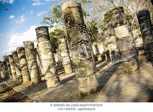 Temple of the Warriors and group of thousand columns, Chichén Itzá, archaeological site, Yucatan, Mexico