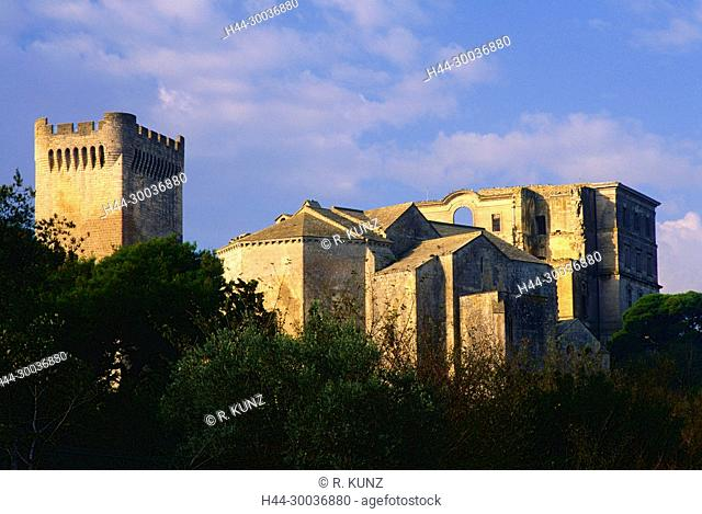 Montmajour, Abbey, former Bendictine monastry, ruined, near Arles, Bouches-du-Rhône department, Provence. France