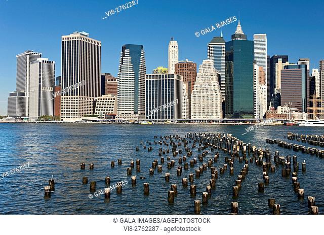 DOWNTOWN SKYLINE EAST RIVER MANHATTAN NEW YORK CITY USA