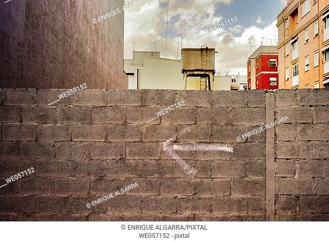 Arrow on wall, Albal, Valencia. Comunidad Valenciana, Spain