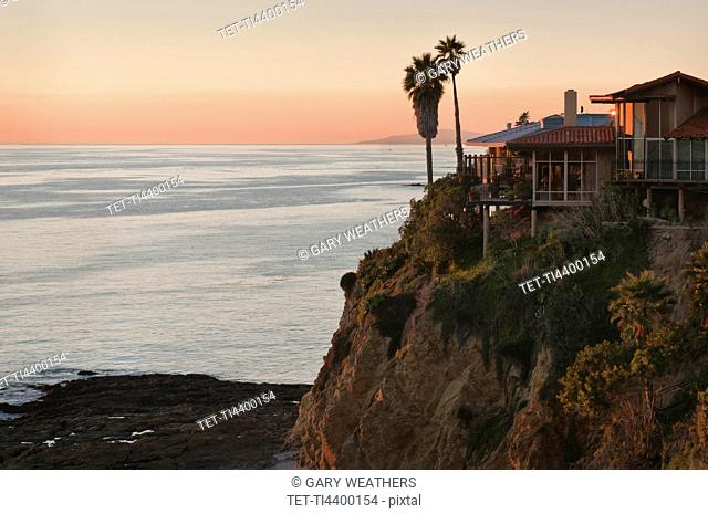 USA, California, Laguna Beach, house on cliff