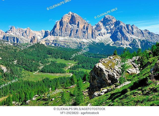 Mount Tofane and inque Torri, Cortina d'Ampezzo, Dolomites, Alps, Province of Belluno, Veneto Region, Italy