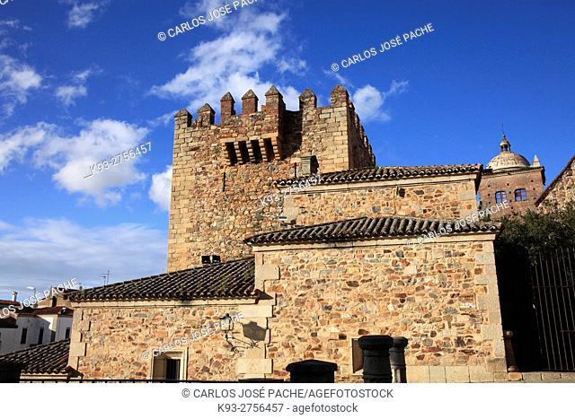 Torre de Bujaco, y fachada de la Hermita de la Paz. ciudad monumental de Cáceres