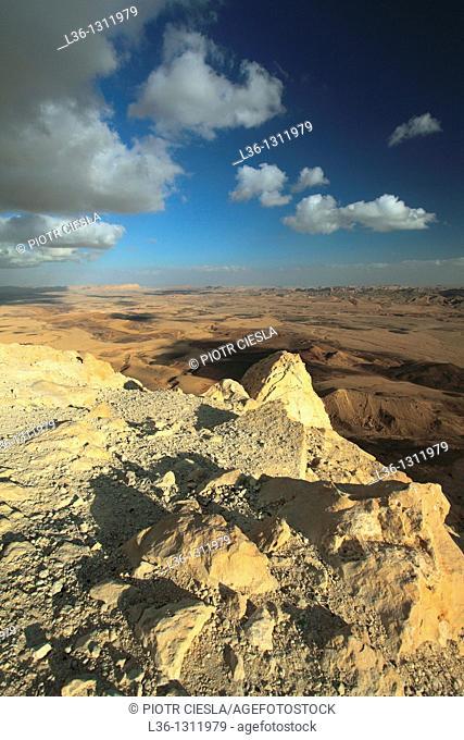 Israel  Negev Desert  Makhtesh Ramon Ramon Crater  Ramon Nature Reserve  View from Mitzpe Ramon