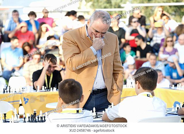 Leading chess player and major political activist Garry Kasparov was invited in Athens by the Stavros Niarchos Foundation to play chess with 15 young Greek...