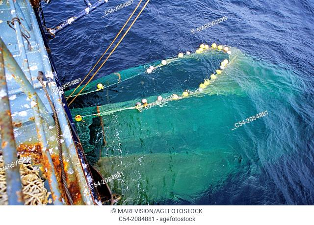 Life on board in a trawler. Recovering the rig. Eastern Atlantic. Galicia. Spain