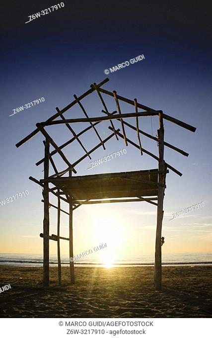 The elementary structure of a hut built by the sea