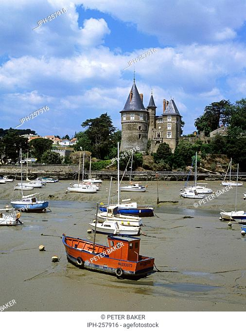 Fishing port of Pornic on the Loire-Atlantique coast, dominated by a 13th century Chateau