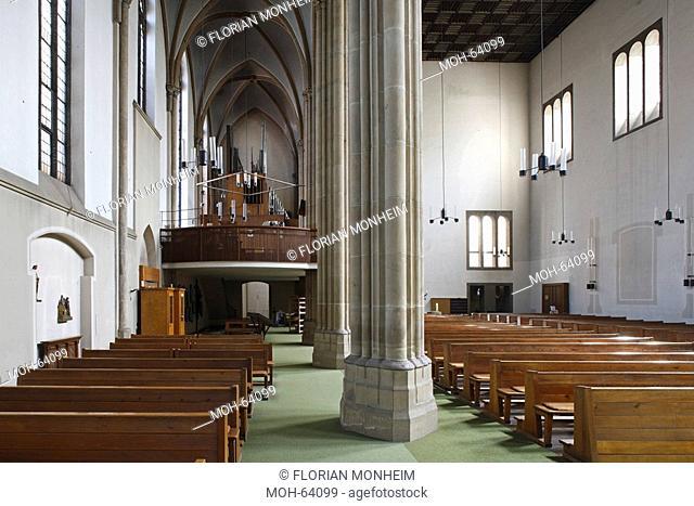 Unzerstörtes Seitenschiff mit Orgelempore, rechts neues Hauptschiff