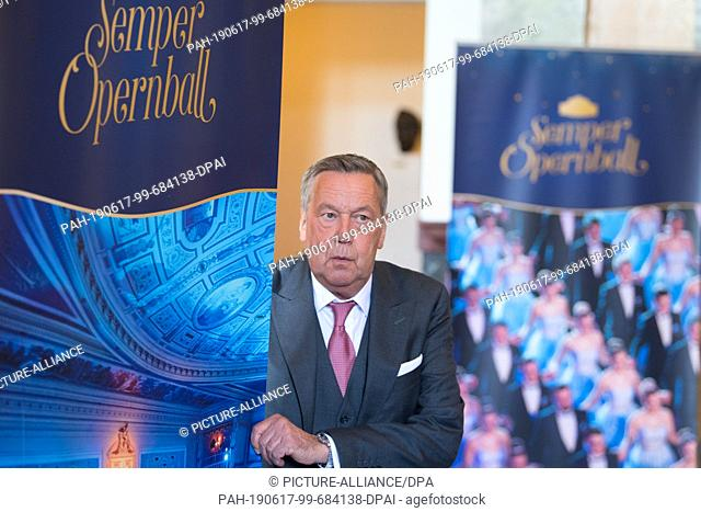 17 June 2019, Saxony, Dresden: The German pop singer Roland Kaiser stands on the sidelines of a press conference next to a photo wall in the Semper Opera House