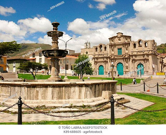 Fountain and cathedral, Cajamarca, Perú