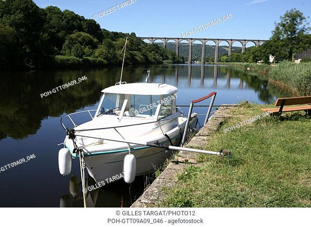 tourism, France, brittany, finistere, the nantes canal in brest, port launay, harbour, pleasure harbour, quai, viaduct Photo Gilles Targat