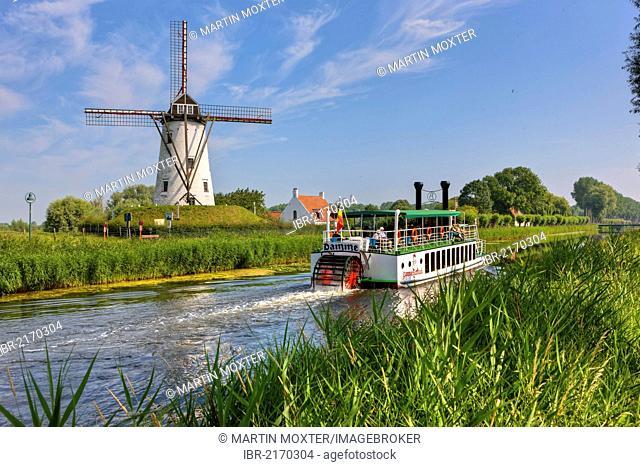Old paddle wheel steamer on the canal between Bruges and Damme, Damse Vaart-Zuid, Damme, Bruges, West Flanders, Flemish Region, Belgium, Europe