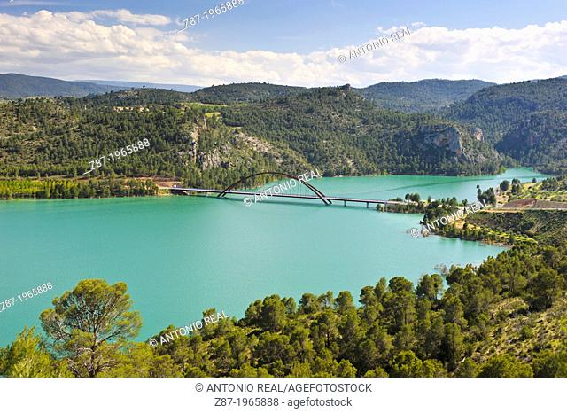Cola del Fuensanta reservoir (Tail end of the Fuensanta reservoir) and Puente de la Vicaría. Sierra del Segura. Yeste. Province of Albacete. Spain