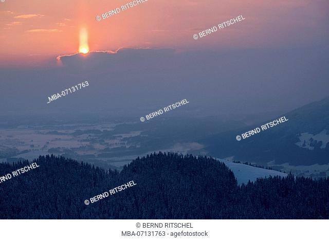 morning mood on the Zwiesel with a view to the Blomberg and the valley in winter, close Bad Tölz, Bavarian Alps, Bavaria, Germany