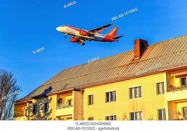 easyJet, Flugzeug, Landeanflug, Meteorstrasse, Tegel, Reinickendorf, Berlin, Deutschland