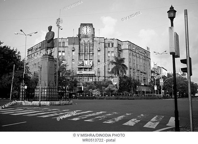 Asiatic industrial building and statue of sir dinshaw edulji wacha , churchgate , Bombay , Mumbai , Maharashtra 11-11-2010