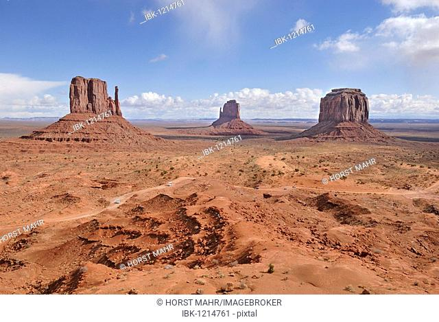 West Mitten Butte, Eastern Mitten Butte und Merrick Butte, from left to right, Monument Valley Navajo Nation Park, Arizona, USA