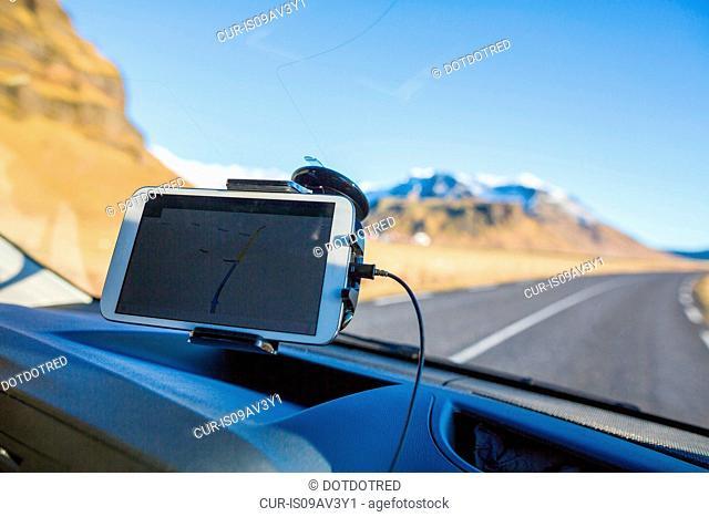 Smartphone on windscreen used as GPS, Iceland