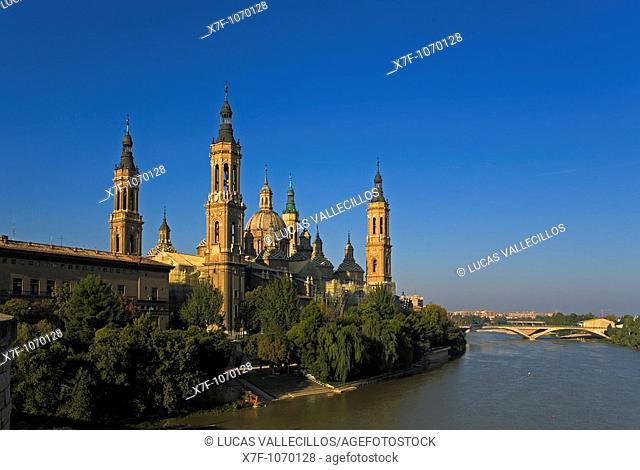 Zaragoza, Aragón, Spain: Basilica of Nuestra Señora del Pilar and Ebro river