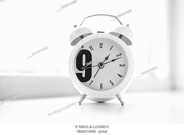 Nine o'clock morning clock bokeh background hd