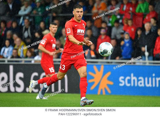 Stefano RUSSO (FC Augsburg), action, individual action, single image, cut out, full body shot, full figure. FC Augsburg-Greuther Furth 1-0