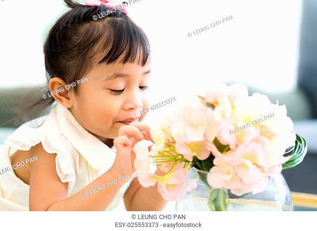 Little girl look at the flower