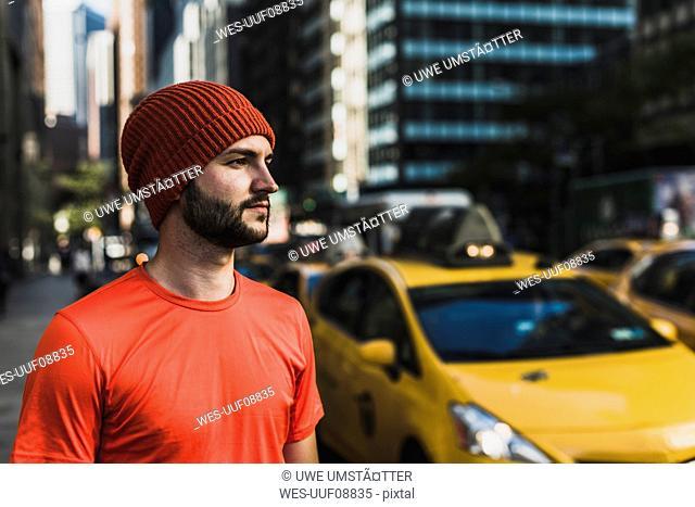 USA, New York City, sportive man wearing wooly hat in Manhattan