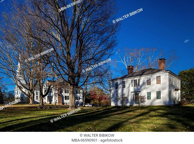 USA, Connecticut, Woodstock, buildings on the town green
