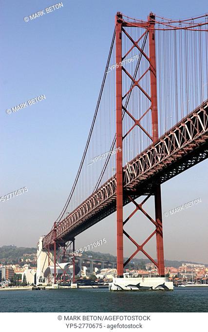 Ponte 25 de Abril bridge linking central Lisbon with the Outra Banda Portugal