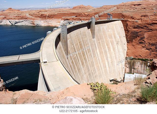 Utah/Arizona, U.S.A., dam along the Colorado River, by Lake Powell