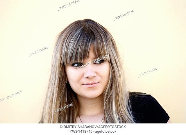 Closeup portrait of a beautiful 20-25 years happy woman outdoors