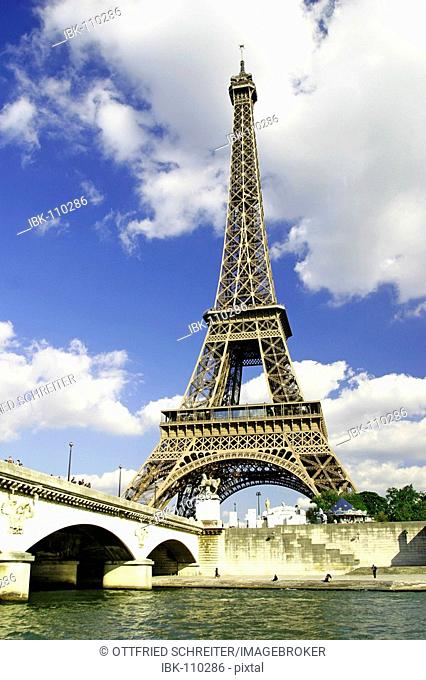 Boat trip on the river Seine with view to the Eiffel tower, Paris, France